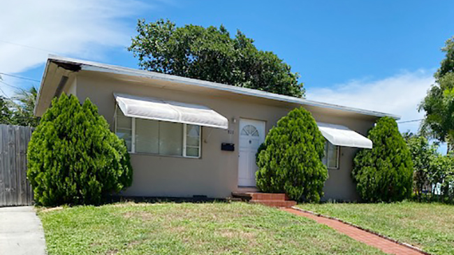 Online Auction: Single Family Home 911 Green St, West Palm Beach, FL